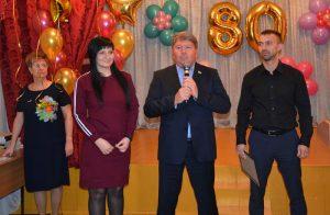 Депутаты партии «Единая Россия» поздравили одну из «старейших» школ Артема с юбилеем