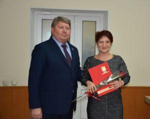 Председатель Думы Анатолий Бадель поздравил работников бытового обслуживания