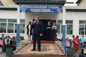 Для всех выпускников школ Артемовского городского округа прозвучал Последний звонок на торжественных линейках
