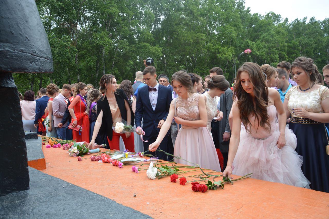 Для всех выпускников школ Артемовского городского округа состоялся общегородской выпускной