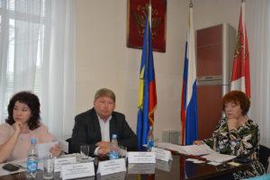 На заседании постоянной комиссии Думы Артемовского городского округа депутаты рассмотрели 11 вопросов по социальной политики и делам молодежи