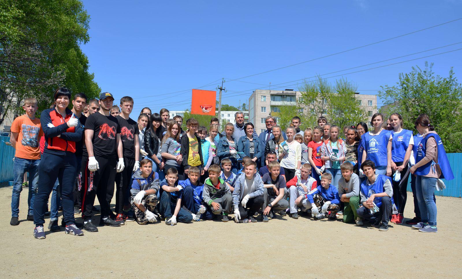 В районе птичника при поддержке Думы Артемовского городского округа была отремонтирована хоккейная коробка