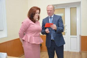 Глава города вручил депутату Марии Марковской почетный знак