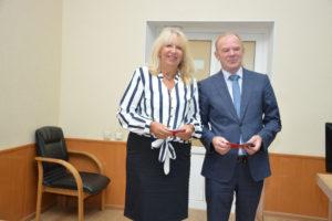 Глава города вручил депутату Ольге Бутковской почетный знак