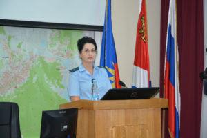 Старший помощник прокурора г.Артема Оксана Гобова на заседании Думы