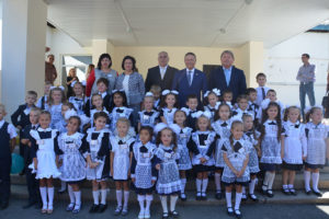 Депутаты поздравили школьников с Днем знаний