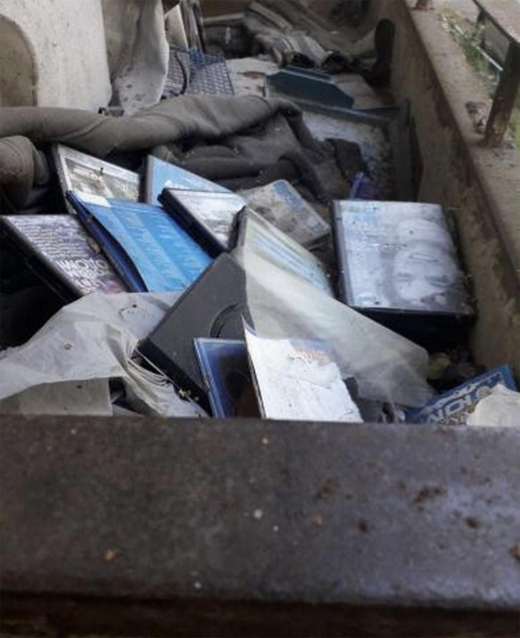 Жители дома по ул.Черноморская 8 помогли выявить заброшенную муниципальную квартиру.