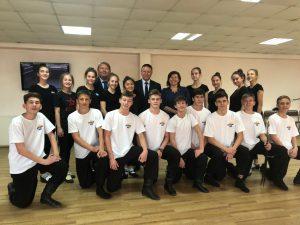 Спикер местного парламента вместе с председателем Законодательного Собрания Приморья посетил хореографическую Гимназию в посёлке Заводском.
