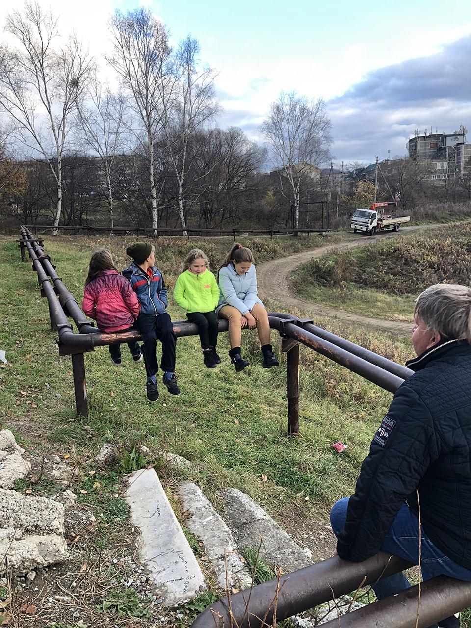 Председатель Думы Анатолий Бадель побеседовал с учащимися Суражевской школы.