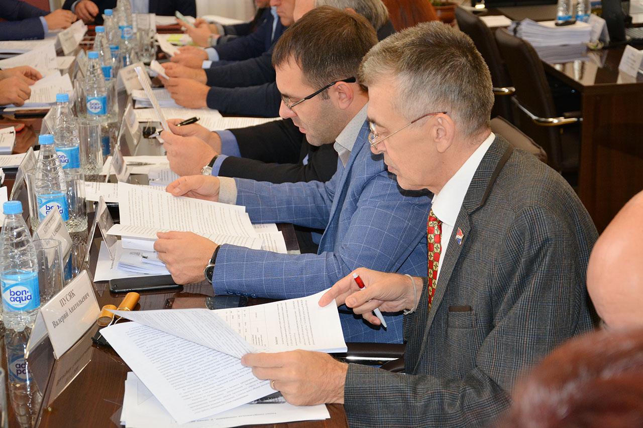 Депутаты начали рассматривать в первом чтении бюджет города.