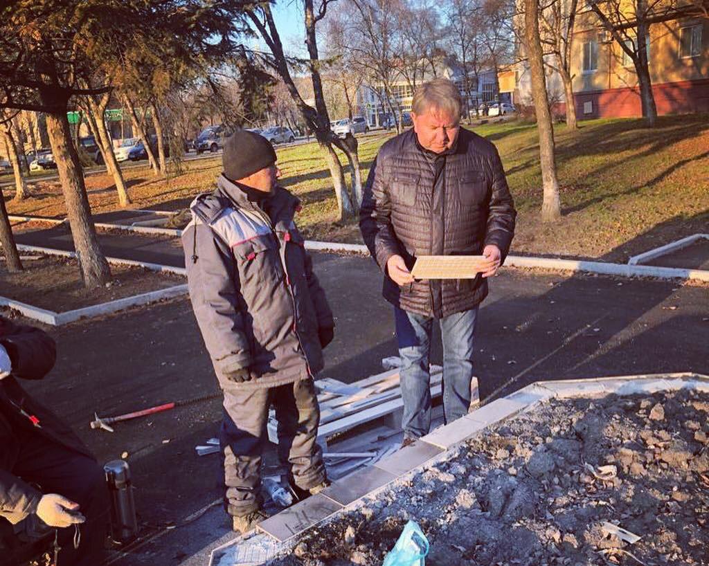 Житель города назвал работу по ремонту клумб в «сквере им.Артема» халтурной.