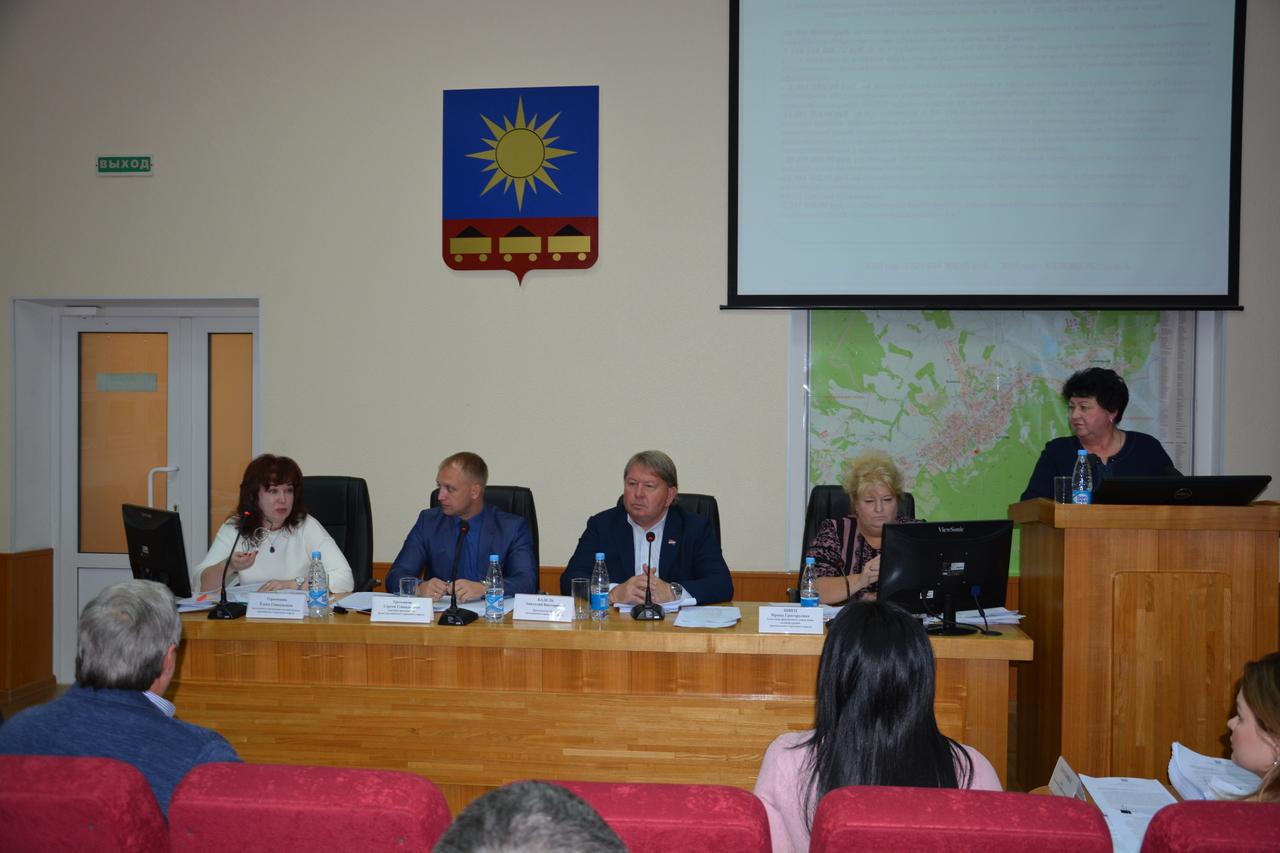 В рамках совместного заседания постоянных комиссий Думы Артемовского городского округа народные избранники рассмотрели 10 вопросов
