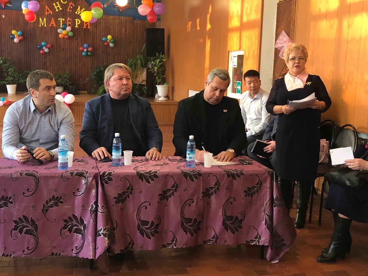 Жители села Олений поблагодарили депутатов и администрацию за работу.