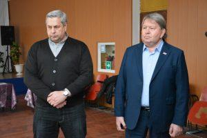 Председатель Думы Анатолий Бадель совместно с депутатом Алексеем Жернаковым на встрече с жителями с. Олений.