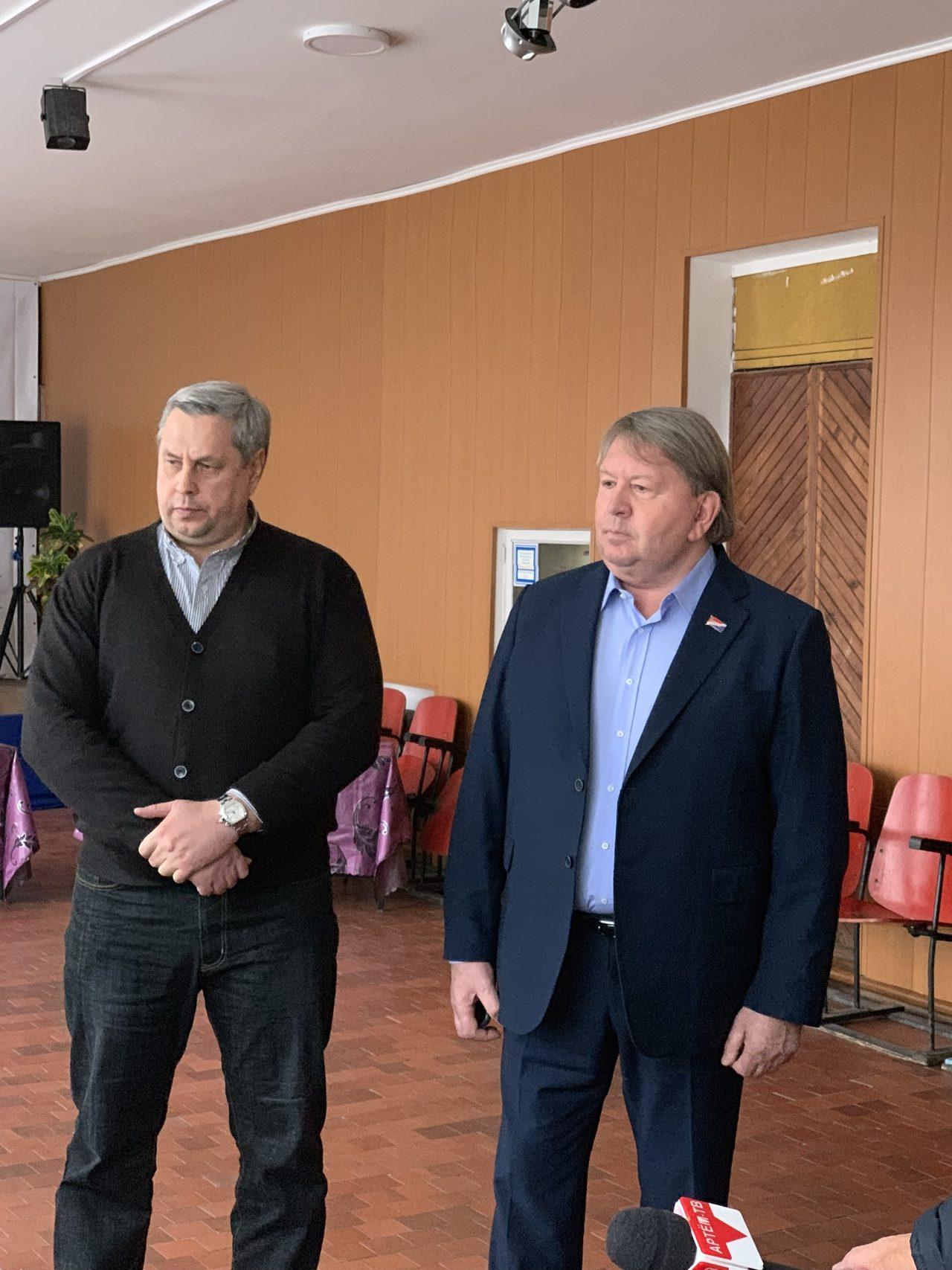 Трехсторонняя встреча с участием жителей, представителей управляющих кампаний и депутатов состоялась в посёлке Силинском.