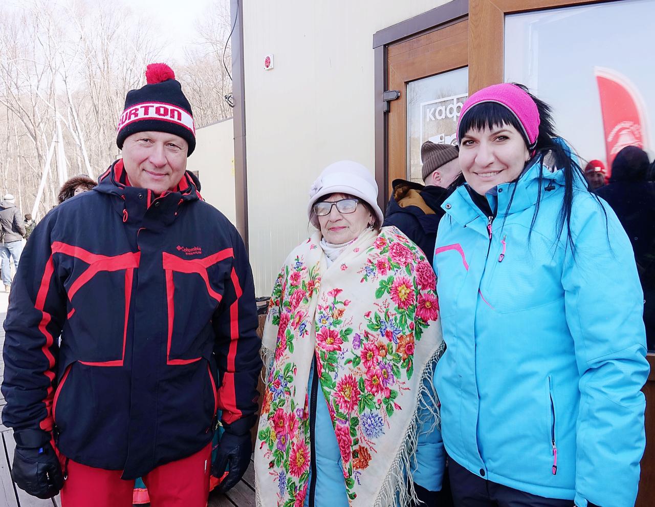 День зимних видов спорта объединил около 100 артёмовцев и гостей нашего города. Посетила спортивный праздник и депутат Думы Зарина Фардзинова.