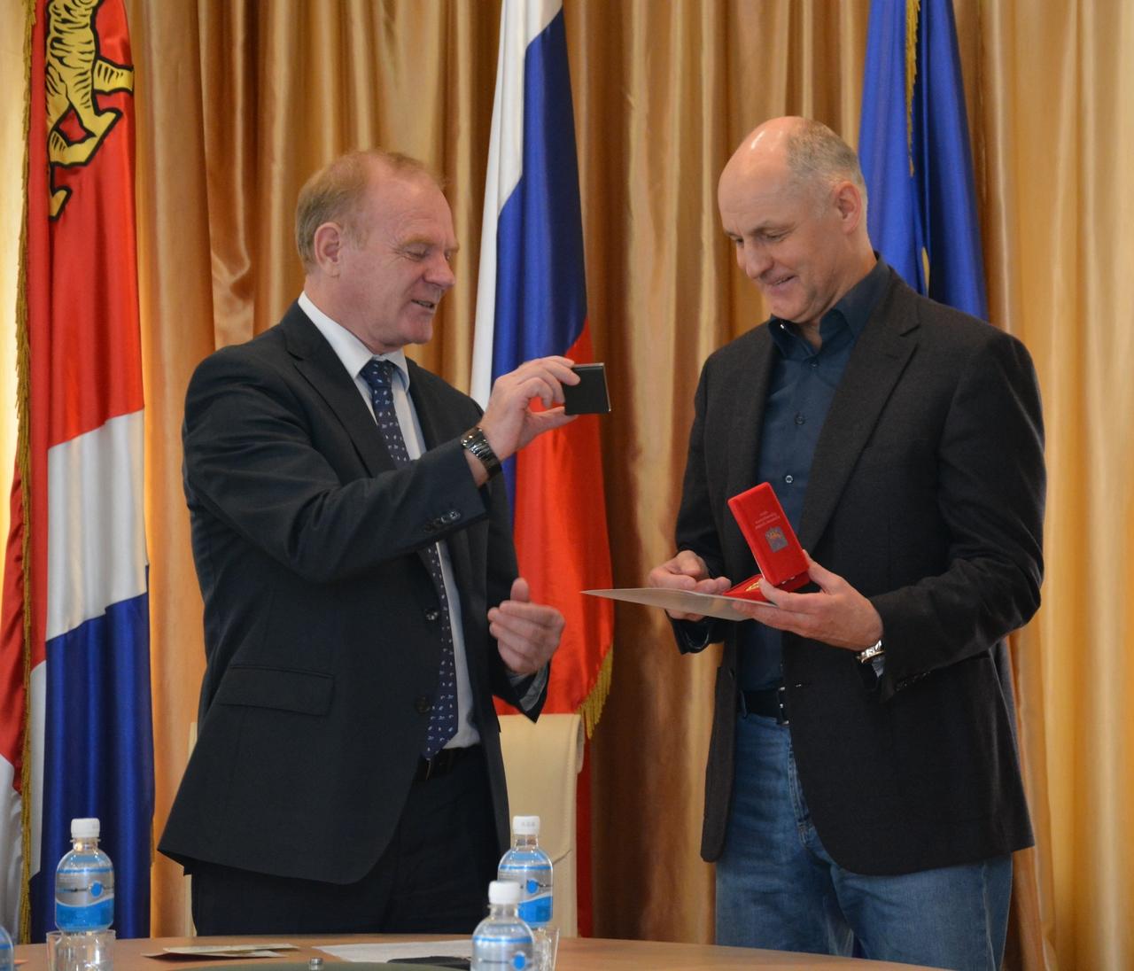 Работникам сферы торговли и бытового обслуживания вручены награды Думы Артемовского городского округа