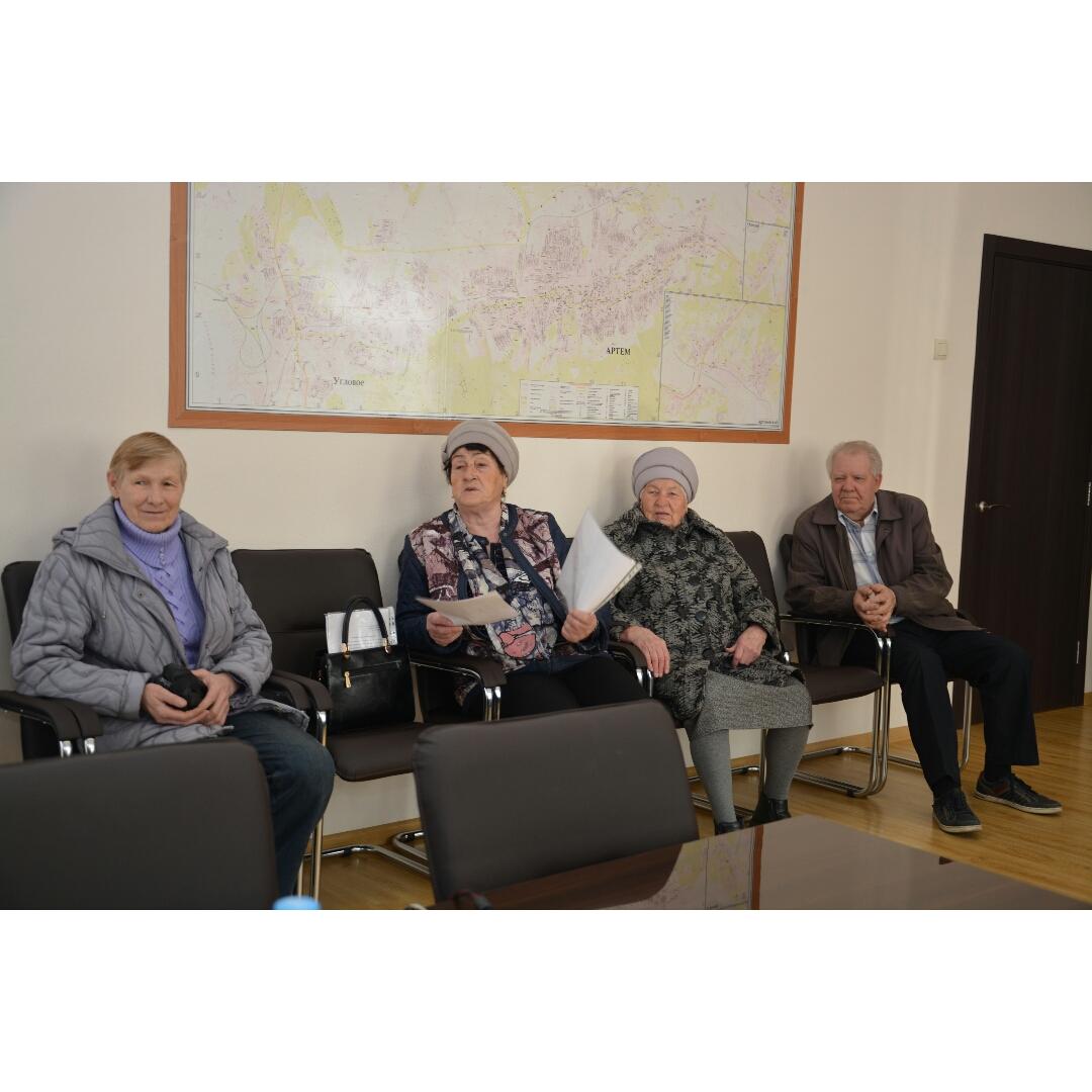 С вопросами по благоустройству территории и компенсации за капитальный ремонт обратились местные жители