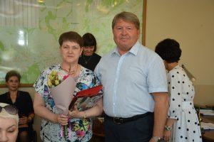 Председатель Думы Артемовского городского округа Анатолий Бадель поздравляет  предпринимателей  округа с профессиональным праздником.