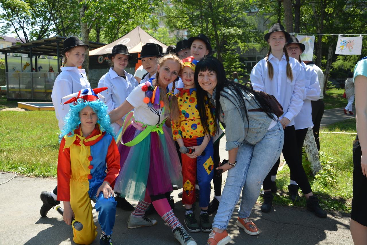 Депутат Думы Артемовского городского округа Зарина Фардзинова на праздничном мероприятии «Мы – вместе!», приуроченном Дню защиты детей.