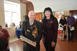Депутат Думы Артемовского городского округа Зарина Фардзинова поблагодарила за мир на земле.