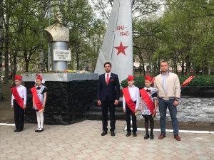 Торжественная церемония возложения гирлянды и цветов к мемориалу Н.А. Острякова в «Парке Авиаторов».