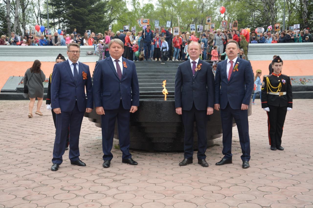 На центральной площади города Артёма состоялся парад и шествие «Бессмертного полка».