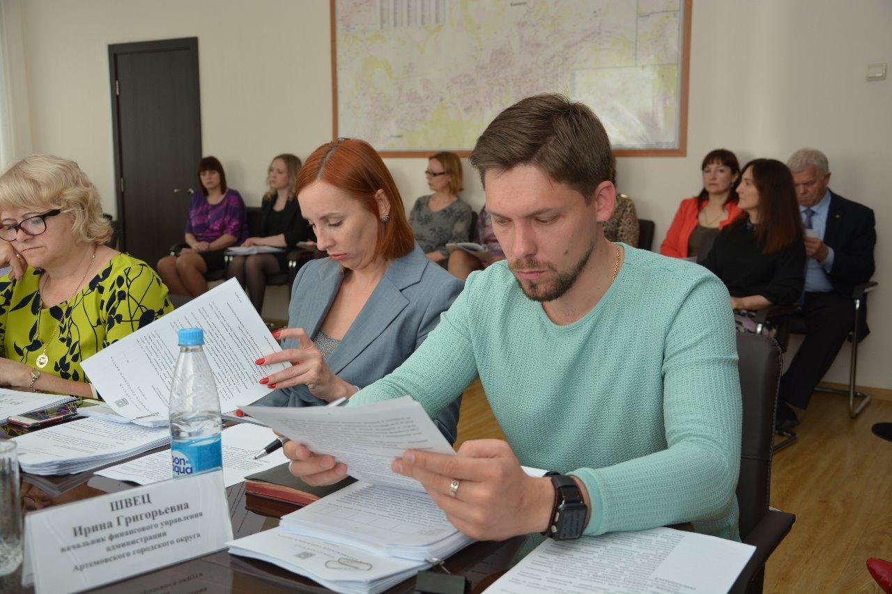 Заседание постоянной комиссии городского округа по экономической политике и муниципальной собственности.
