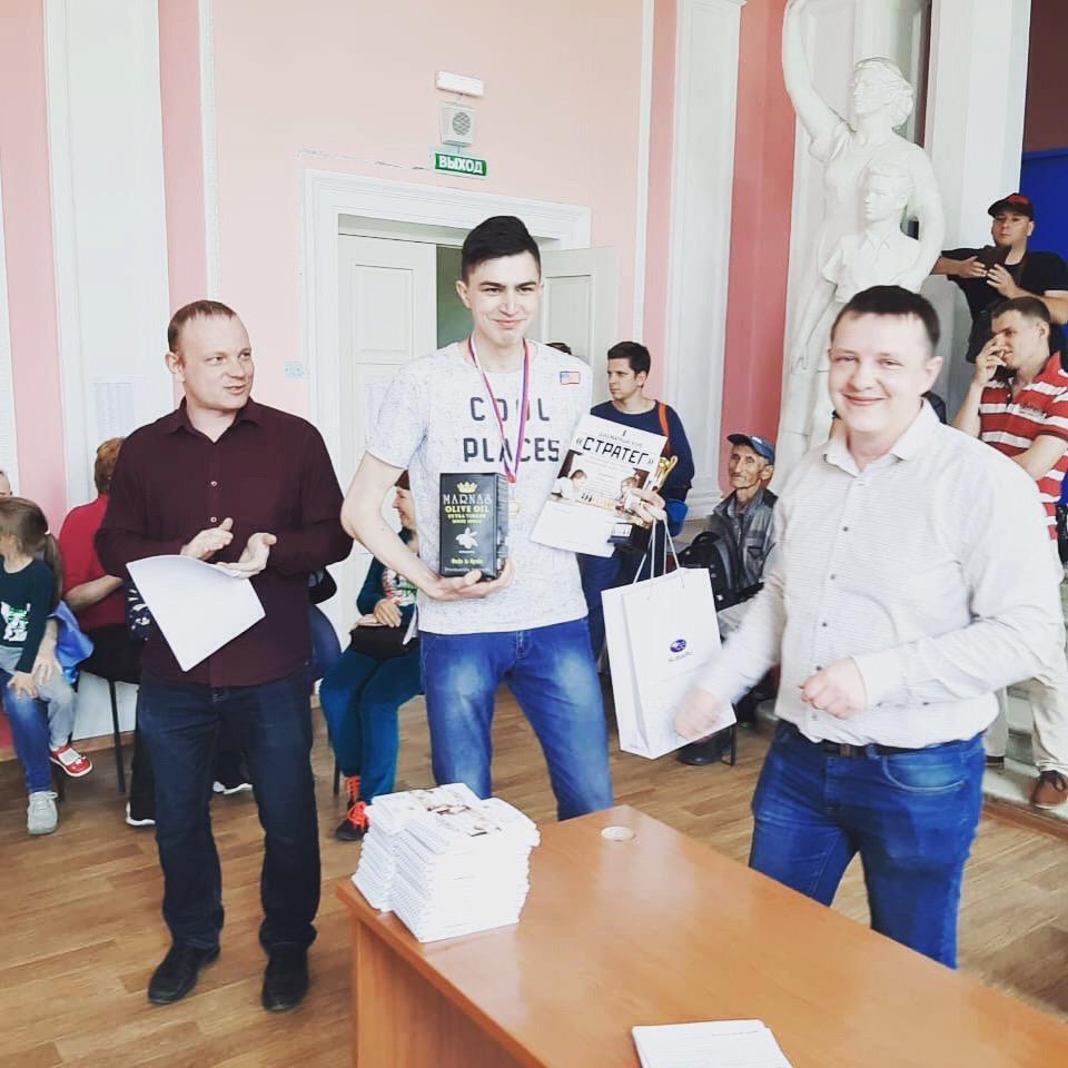 Шахматы набирают популярность среди молодежи округа.