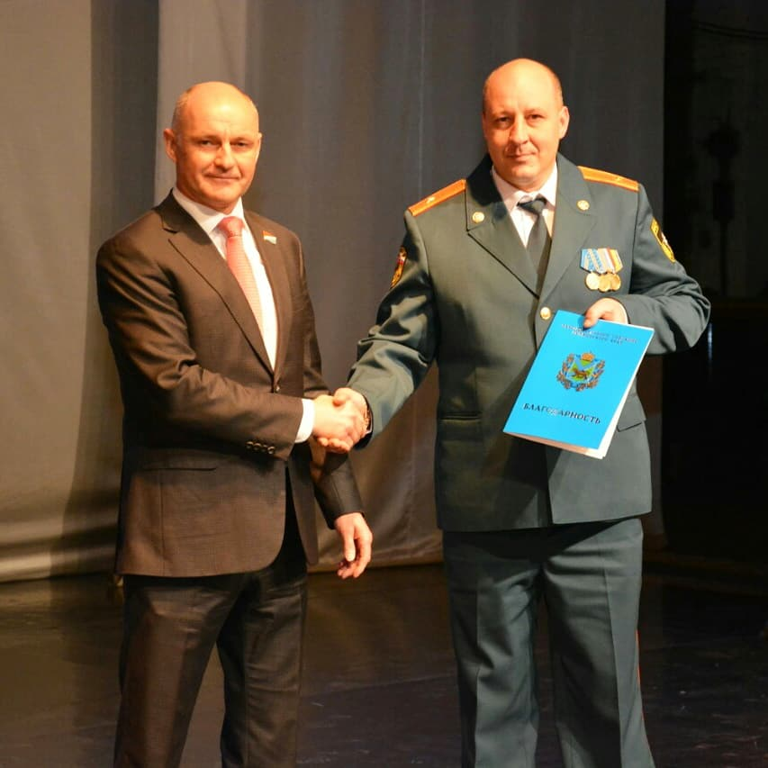 Сотрудники пожарной охраны получили награды Думы Артемовского городского округа.