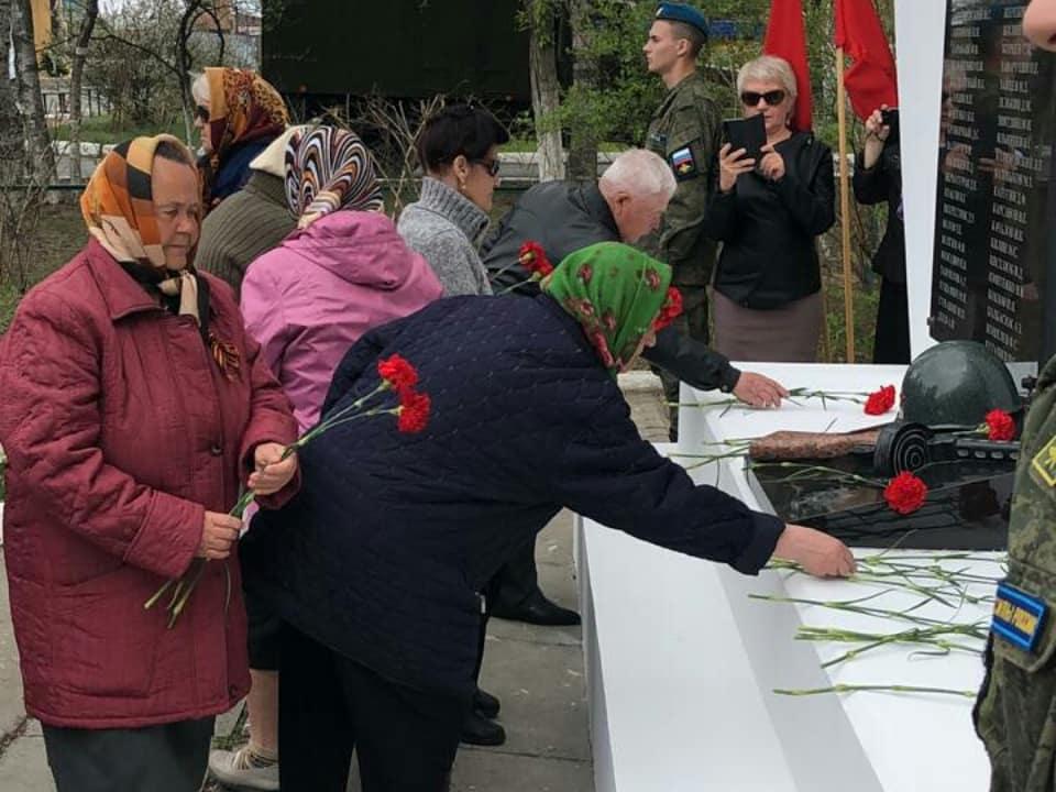 В п.Угловое прошла торжественная встреча автопоезда «Память сердца» и митинг в преддверии Дня Победы.