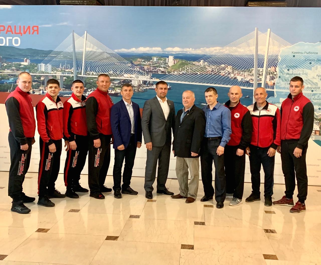 Артемовских самбистов и тренеров наградили за вклад в развитие самбо в Приморье