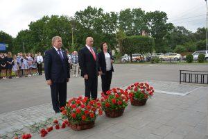 Возложение цветов к памятнику революционера Фёдору Андреевичу Сергееву