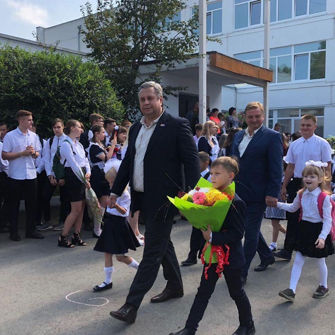 Торжественные линейки,посвященные Дню знаний прошли во всех общеобразовательных учреждениях Артёма.