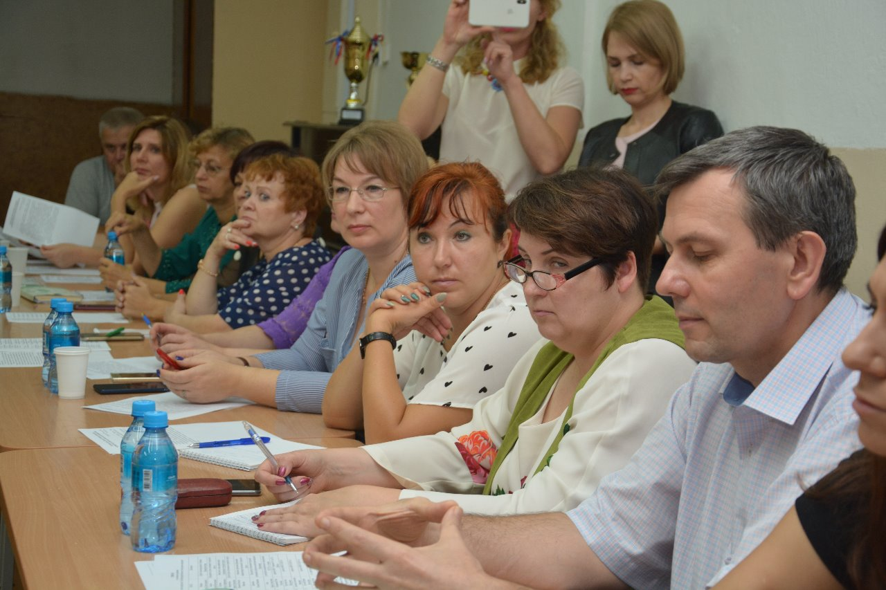 Дискуссионная площадка Благополучие человека по теме Антибюрократическая учительская инициатива.