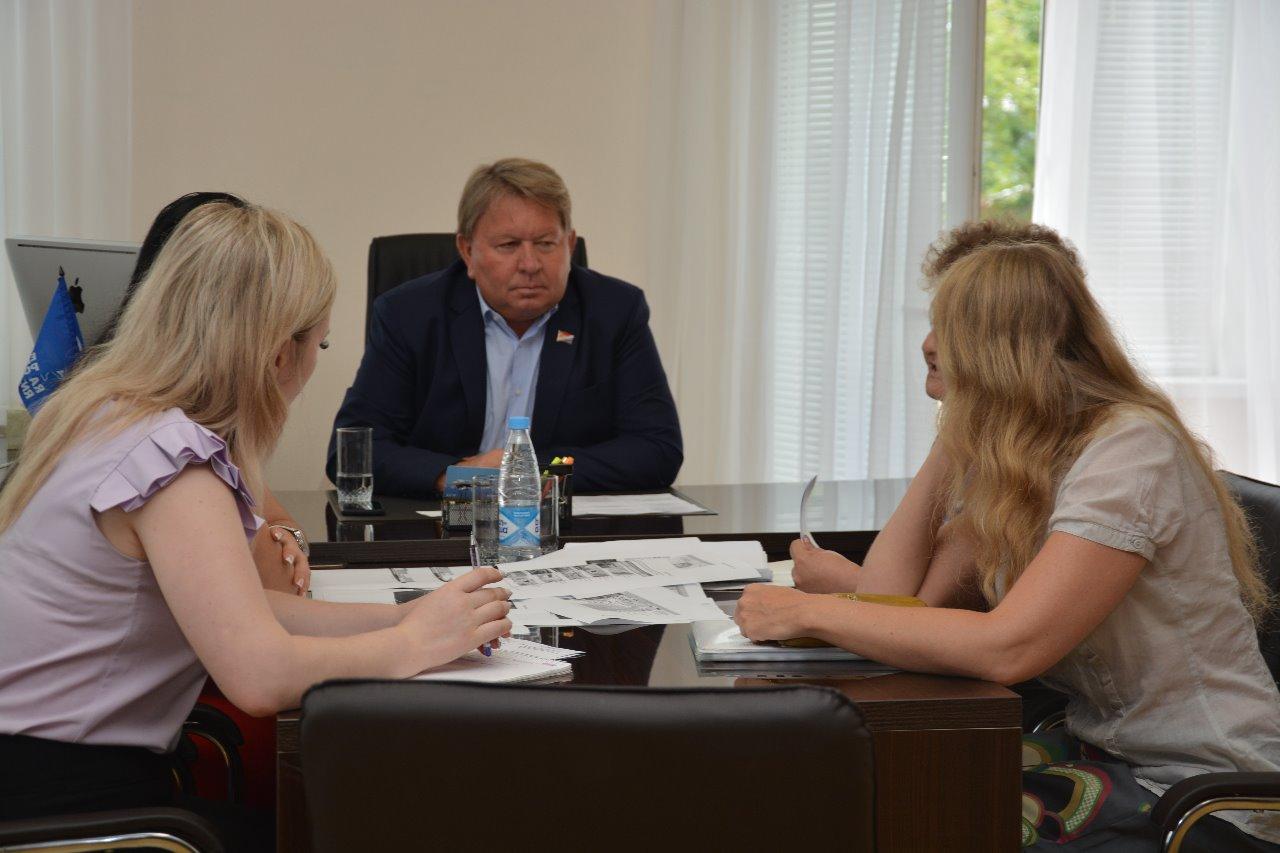 В Думу Артемовского городского округа обратились руководитель общественной организации «Наследие».