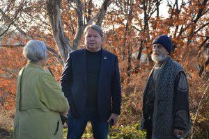 Председатель Думы Артёмовского городского округа Анатолий Бадель на рабочей поездке по обращениям граждан.