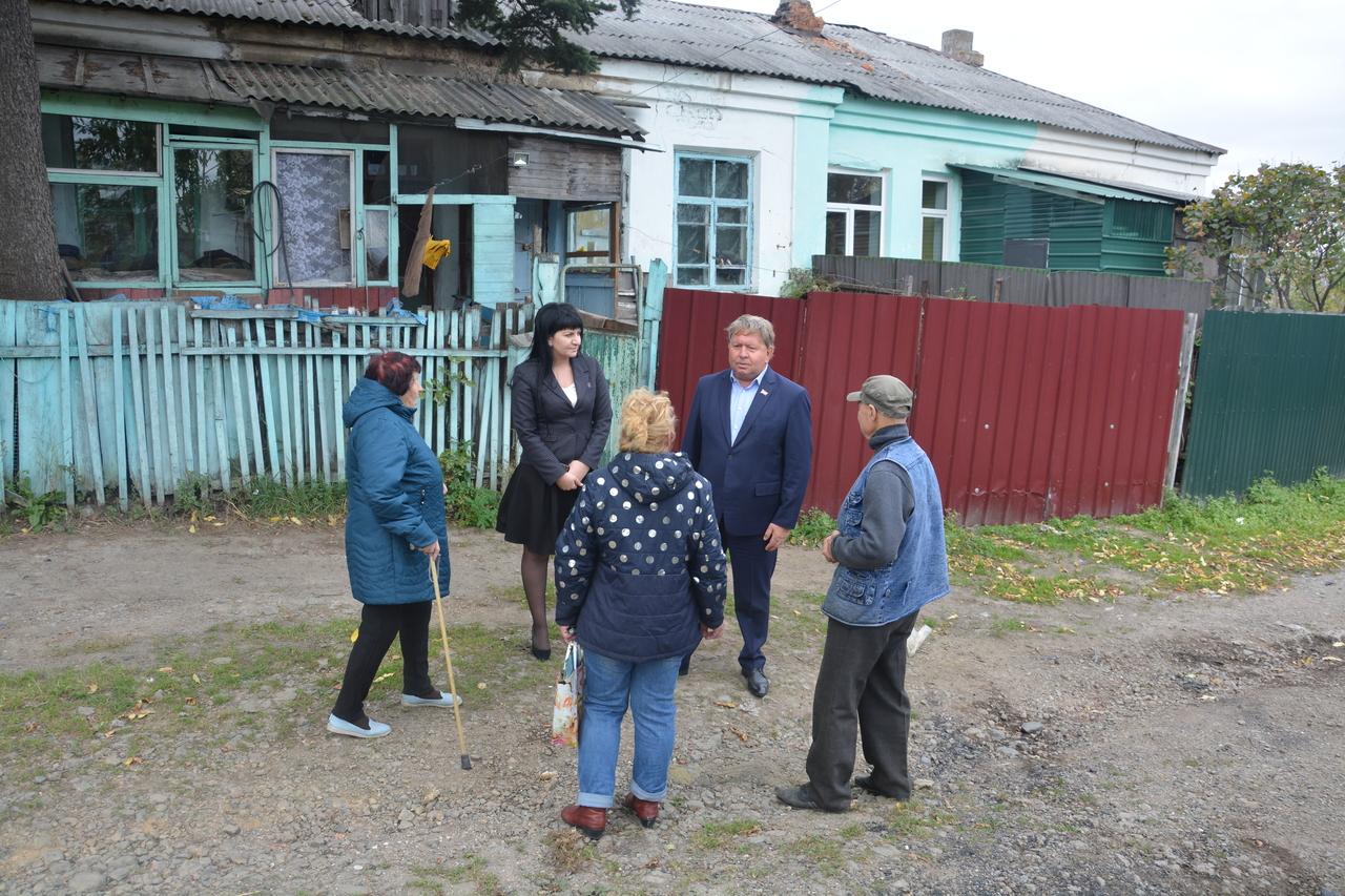 Председатель Думы Артёмовского городского округа Анатолий Бадель принял участие во встрече с жителями ул.Куйбышева.