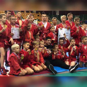 40 медалей разной пробы и командный кубок привезли воспитанники СШ «Мастер» в г.Артем.