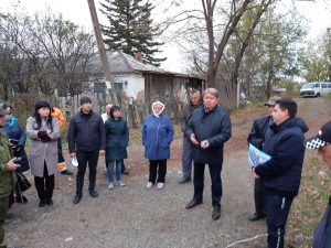 Председатель Думы Артемовского городского округа Анатолий Бадель на второй встрече с жителями по ул. Куйбышева и ул. Горького