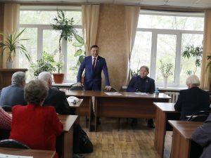 Спикер регионального парламента Александр Ролик, совместно с председателем Думы Артемовского городского округа Анатолием Баделем на встрече с представителями общественных организаций.