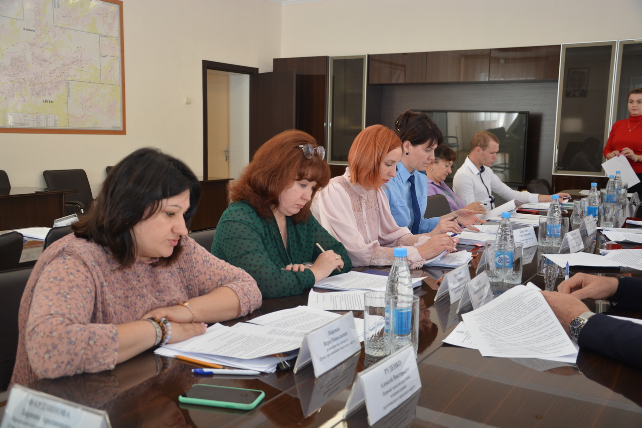 Заседание постоянной по вопросам законности и защиты прав граждан.