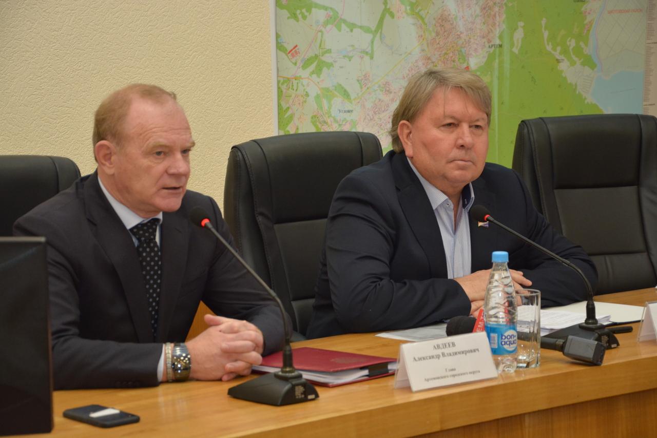 Заседание Думы Артемовского городского округа, на котором народные избранники рассмотрели 6 вопросов.