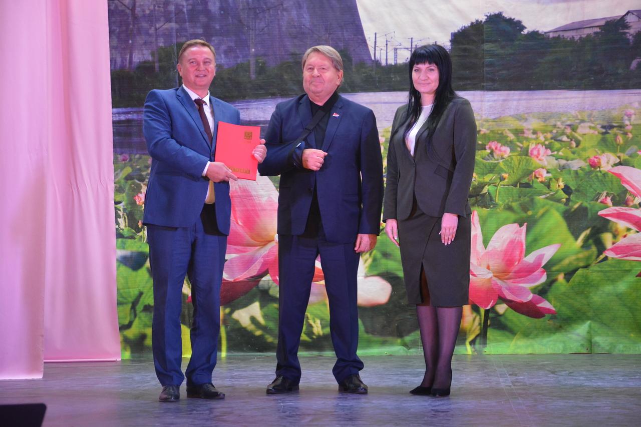 Торжественное мероприятие, посвященное 90-летию п. Артемовский прошло в Доме культуры имени Артема.