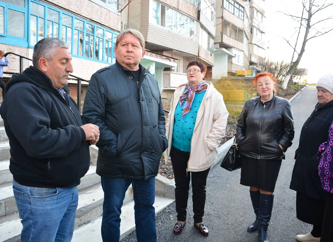 Приемка работ по благоустройству дворов в рамках муниципальной программы «Комфортная городская среда» по адресу ул. Кирова 146.