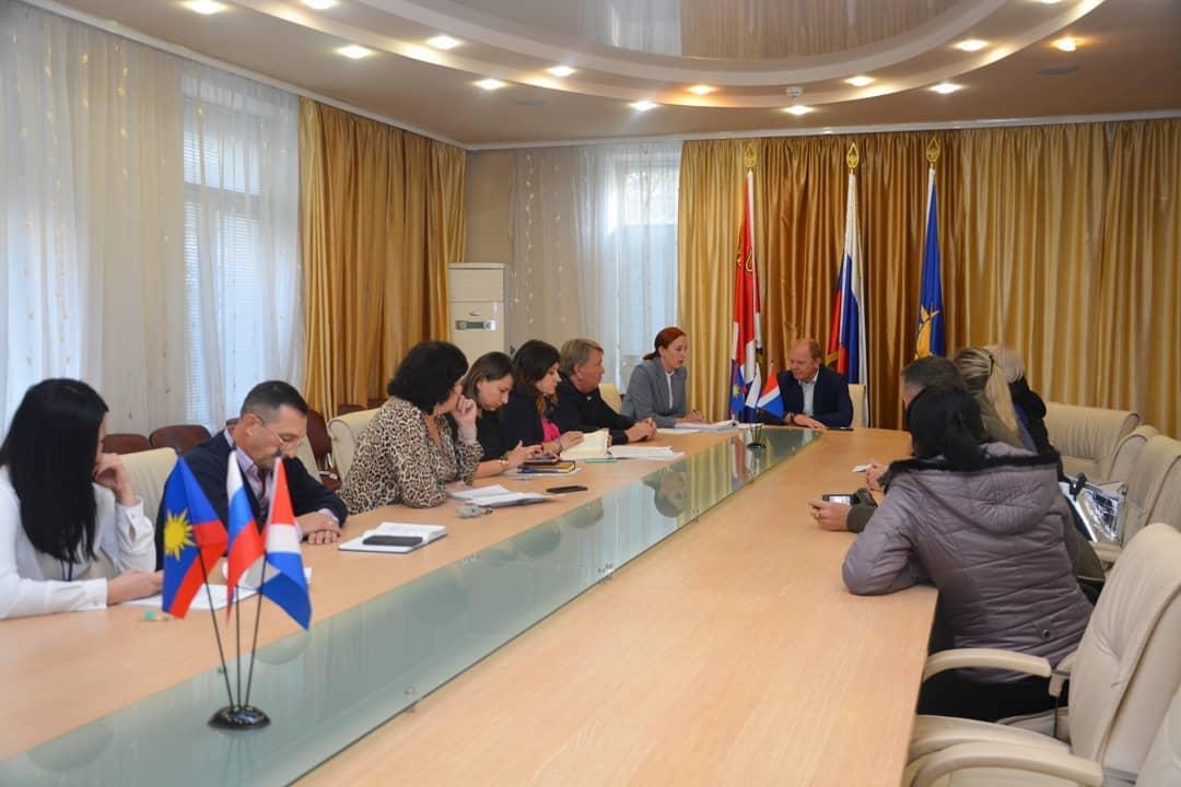 Встреча главы округа Александра Авдеева с жителями домов по ул.Куйбышева и ул.Горького.
