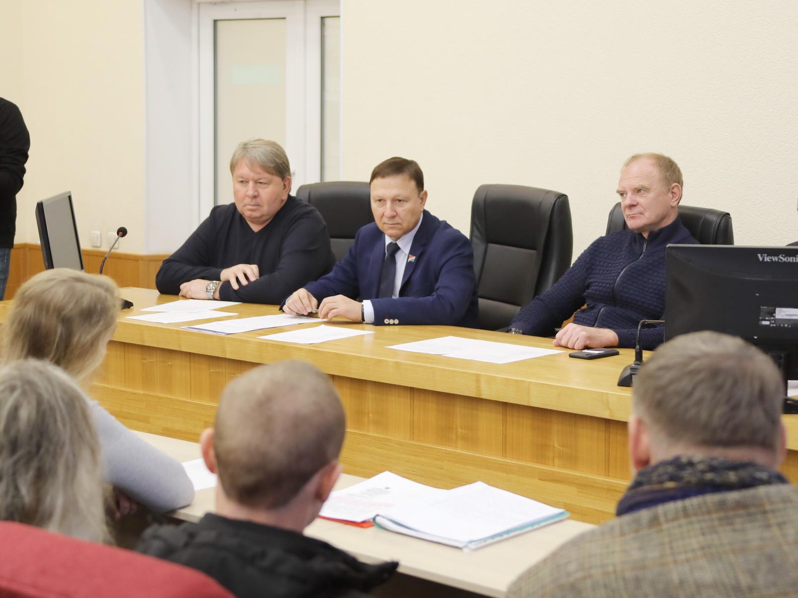 Экологи и активисты Артёма задали вопросы властям.