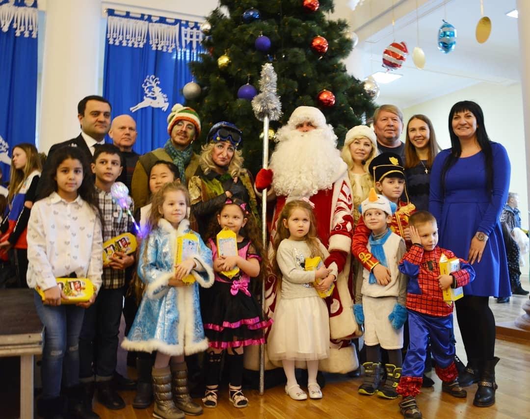 220 детей приняли участие в новогодней ёлке
