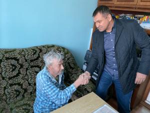 «Для меня честь познакомиться с таким великим человеком!»- говорит депутат Дмитрий Чукмасов о герое