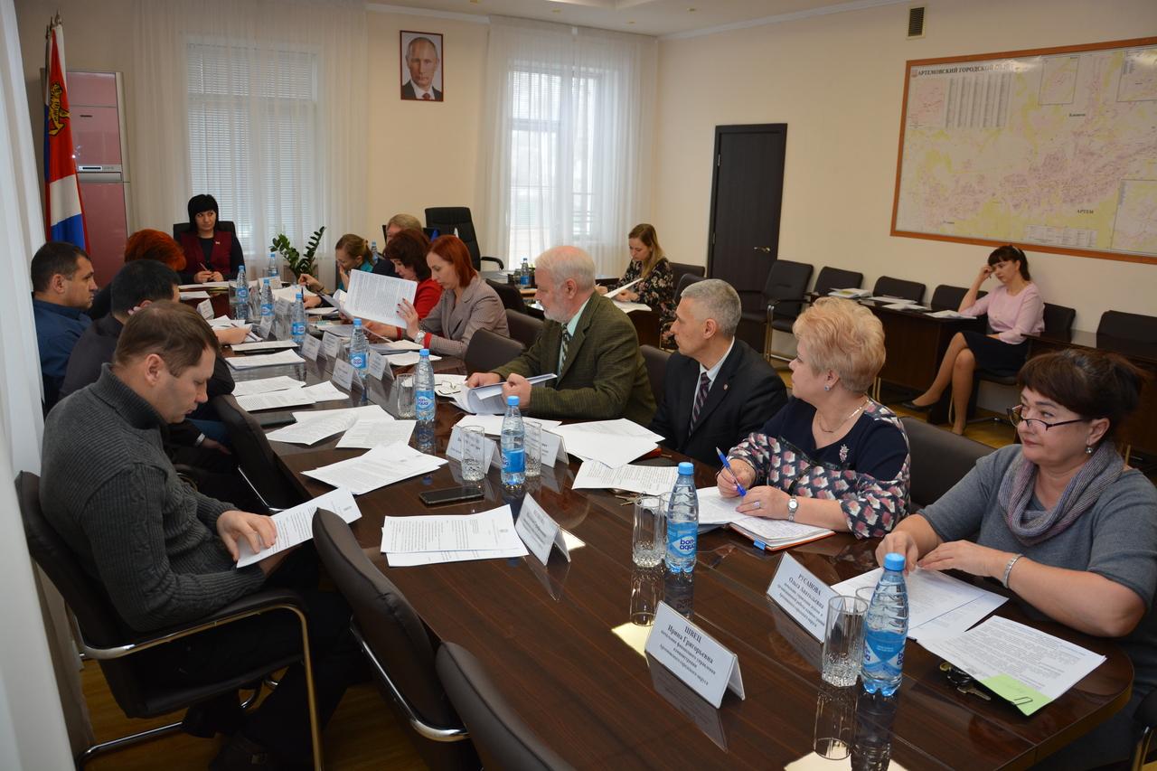 Назначение публичных слушаний по внесению изменений в Устав округа …